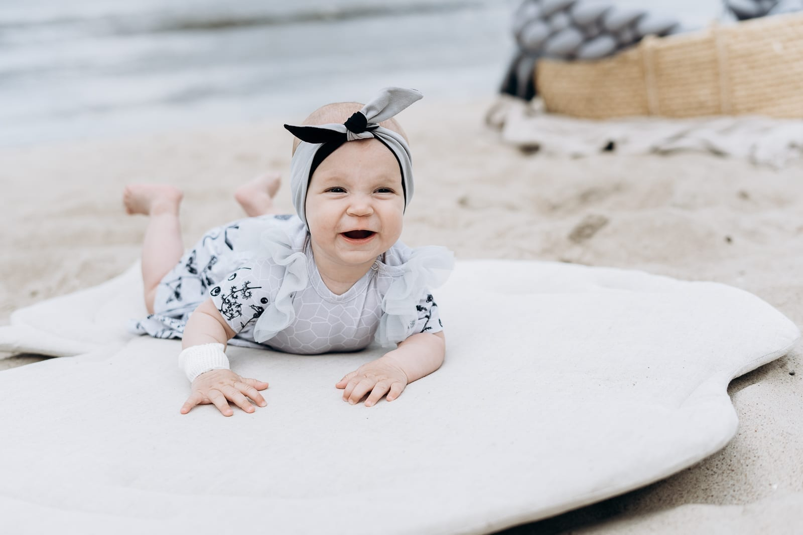 Baby girl summer bodysuit dress with tulle wings and reversable monochrome headband for kids