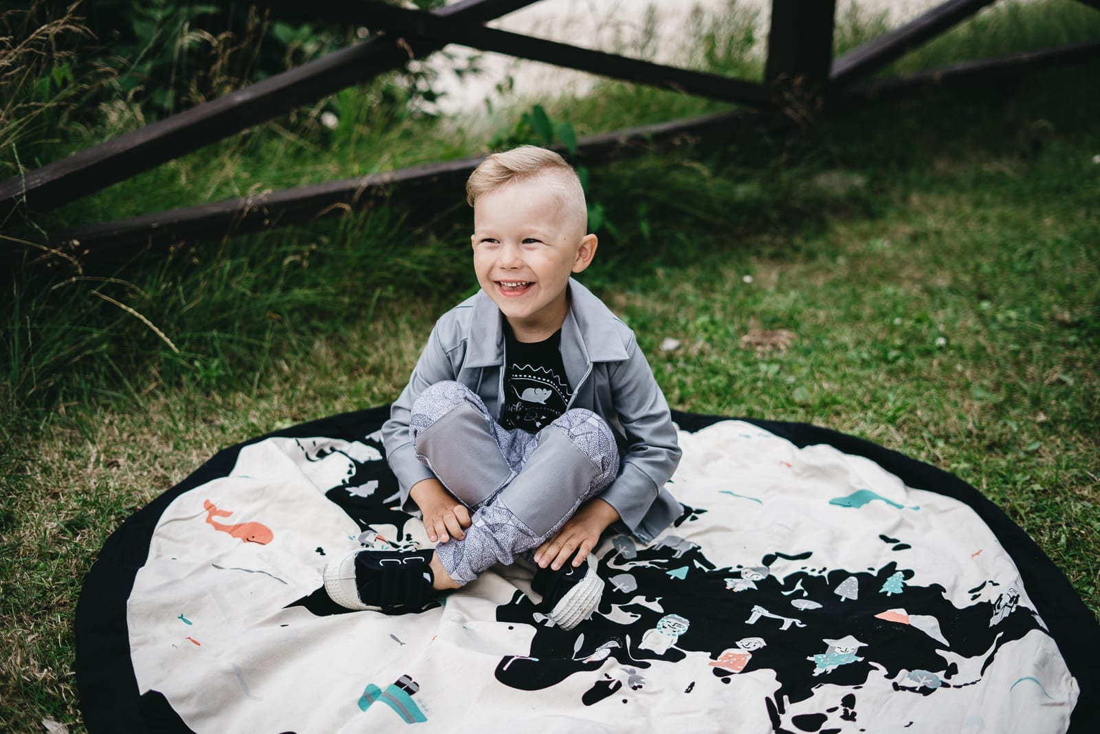 Unisex, monochrome kids outfit set with grey biker jacket, black T-shirt and grey leaf print pants, for toddlers, boys, girls